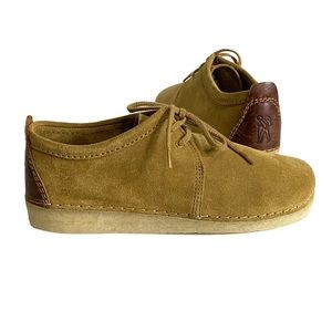 Clarks Originals Ashton Suede Shoes in Oak